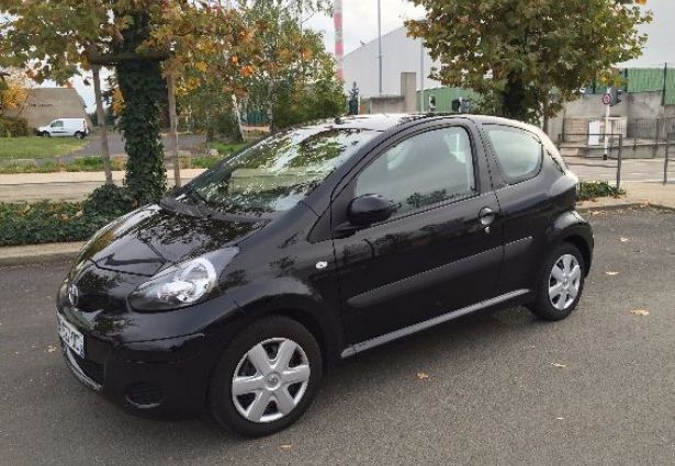 location toyota aygo 2011 clermont ferrand 63000 ouicar. Black Bedroom Furniture Sets. Home Design Ideas