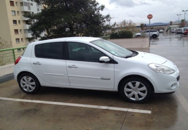 Location renault clio 3 2011 marseille 13008 ouicar for Garage renault marseille 13008